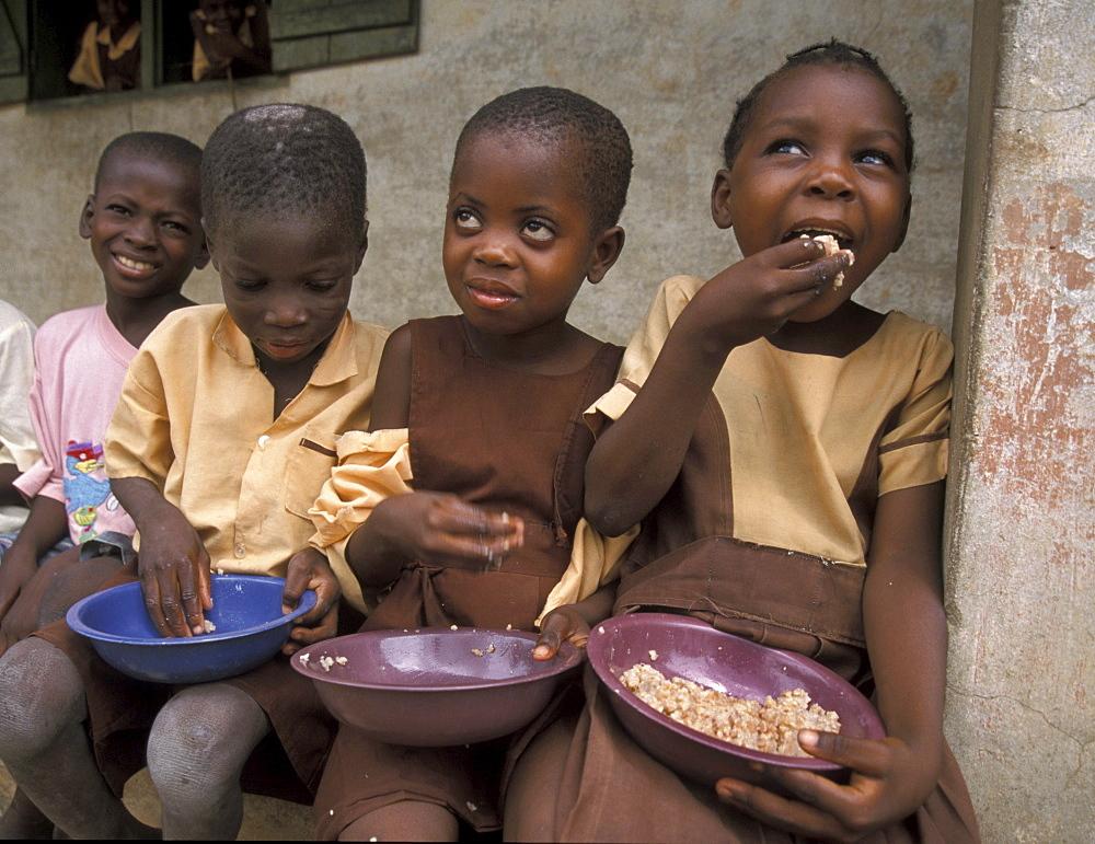 Ghana children eating luncg supplied by crs bolgatanga
