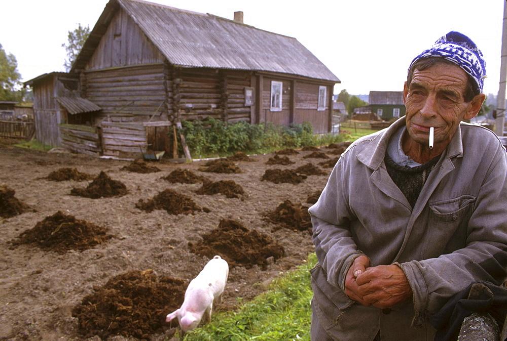 Russia 77--old pensioner of vazhini, st. Petersburg district