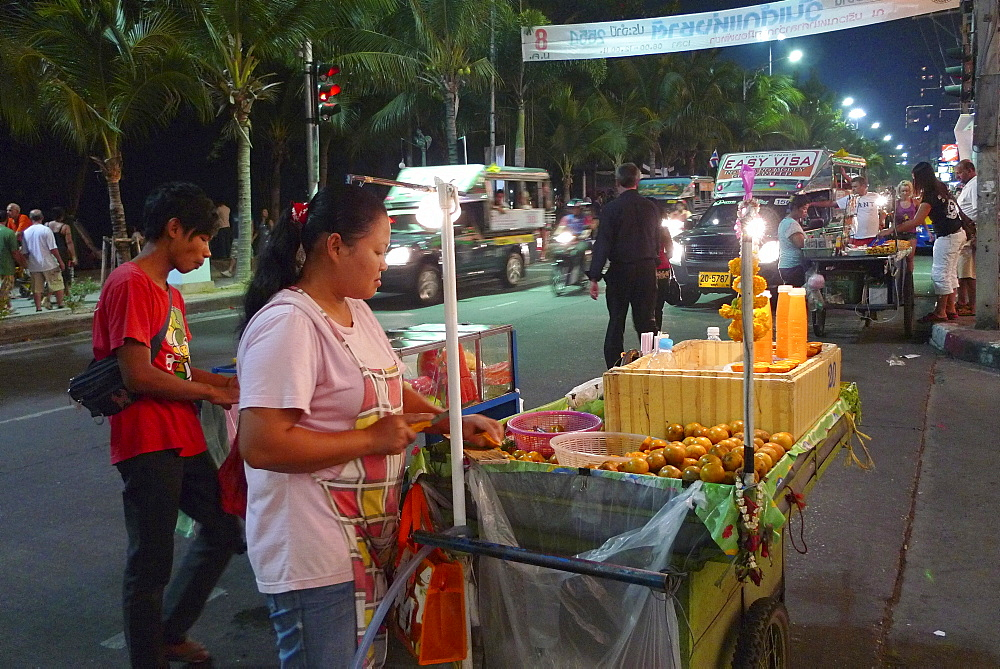 THAILAND Pattaya. Beach resort famous for night life and sex tourism. Street food stalls. selling fresh orange juice. Photo by Sean Sprague