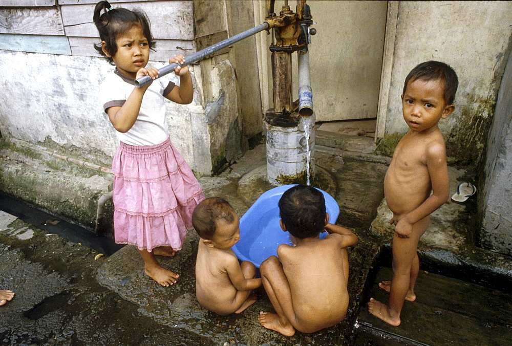 Indonesia children washing themselves jakarta