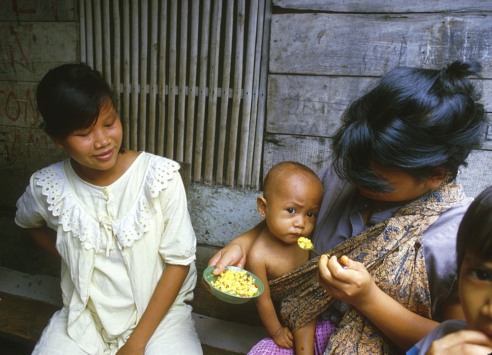 Indonesia mother feeding jakarta