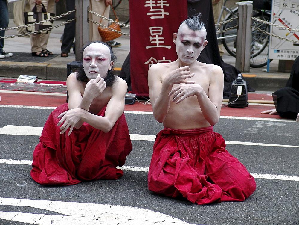 Japan street performers, shinjuku, tokyo