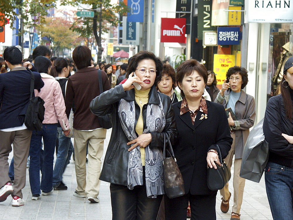 Korea - fashionable shopping district, seoul