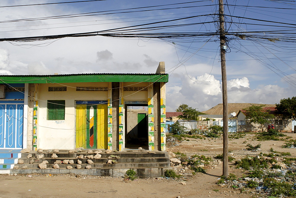 Somaliland, hargeissa., somaliland (officially soomaaliland in the somali language) is a de facto independent located in the horn of africa within the internationally recognized borders of somalia. On may 18, 1991, the people of somaliland declared independence from somalia however it was not recognised by any other country or international organisaion. The of somaliland consists of five administrative regions with governor as highest ranking leader of each region