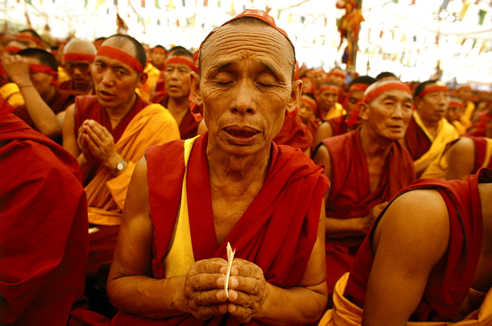Bodhgaya, kalachakra, india. holiness 14th dalai lama conferring giving kalachakra initiation in sarnath, india. Because of profundity, kalachakra initiation be bestowed only by most realized of tibets lamas. Rays of lightÀÜat heart of lama-inseparable from kalachakra-draw in. Entering mouth pass through center of body, through vajra path enter mothers lotus, melting into a luminous drop which dissolves into emptiness. From within emptiness arises a jewel from which arise as a deity embraced by consort mamaki.