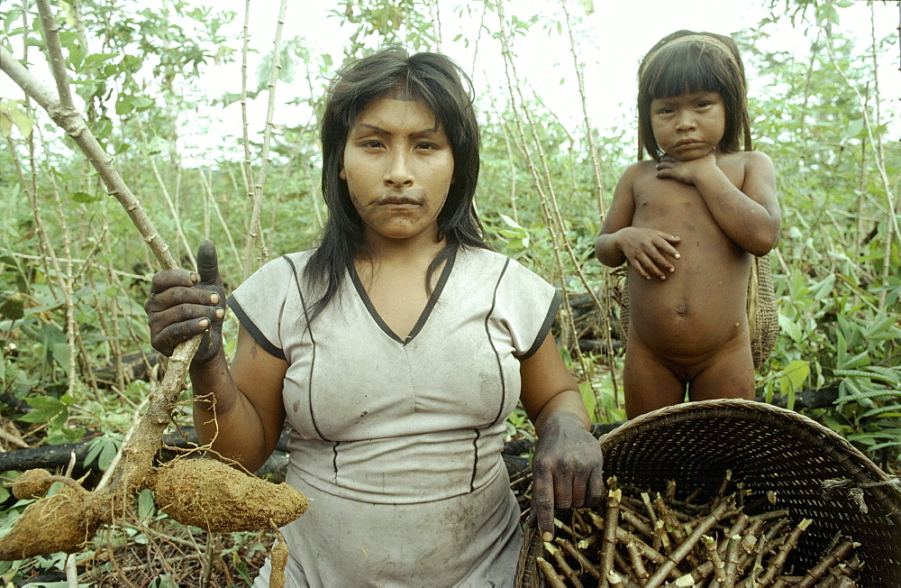Colombian shaman, , amazon, makuna indians, makuna woman chil