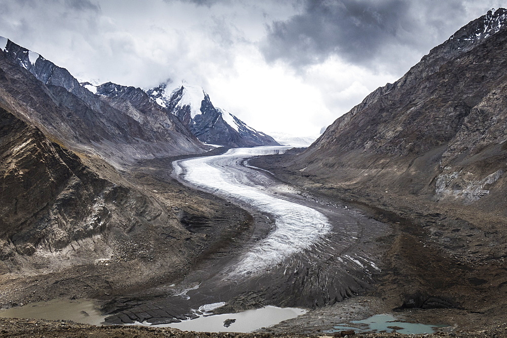 Dropping down from Penzi La, looking at the glacial moraine that feeds into the Stod River, one of the tributaries of the Zanskar River, Ladakh, India, Himalayas, Asia - 1196-334