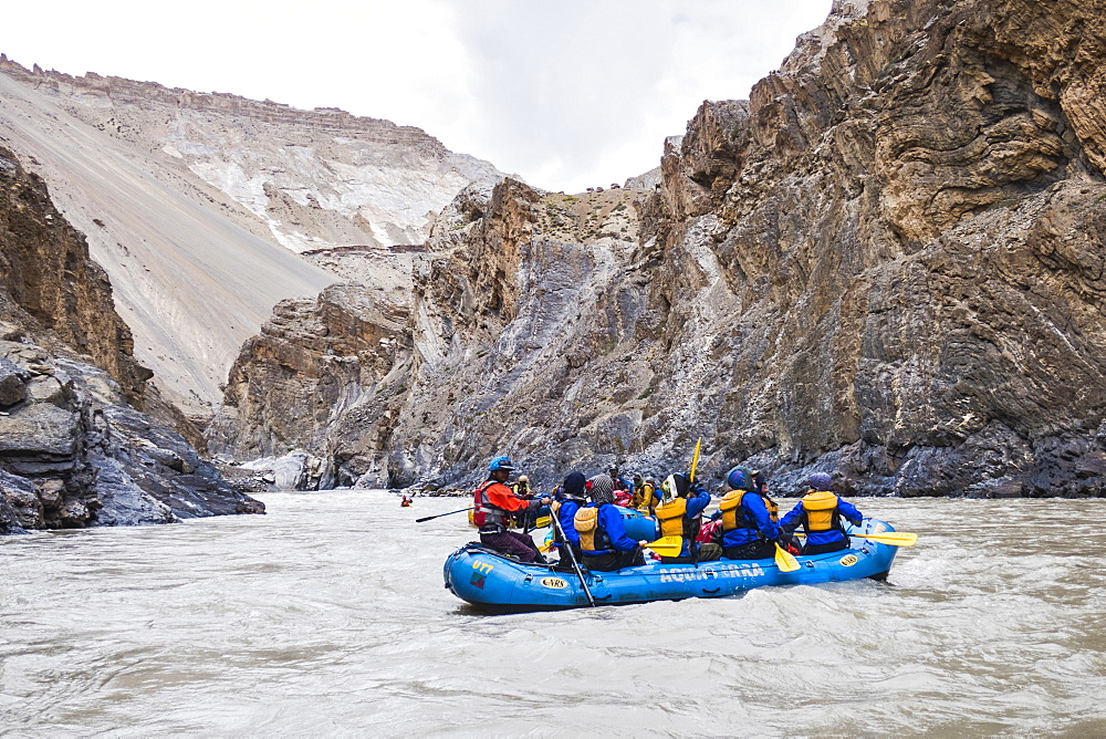Rafting through magnificent Zanskar Gorge, Ladakh, India, Himalayas, Asia - 1196-343