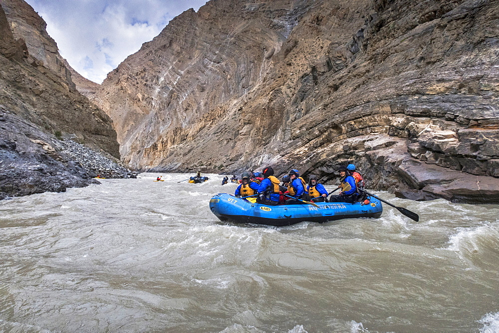 Rafting through magnificent Zanskar Gorge, Ladakh, India, Himalayas, Asia
