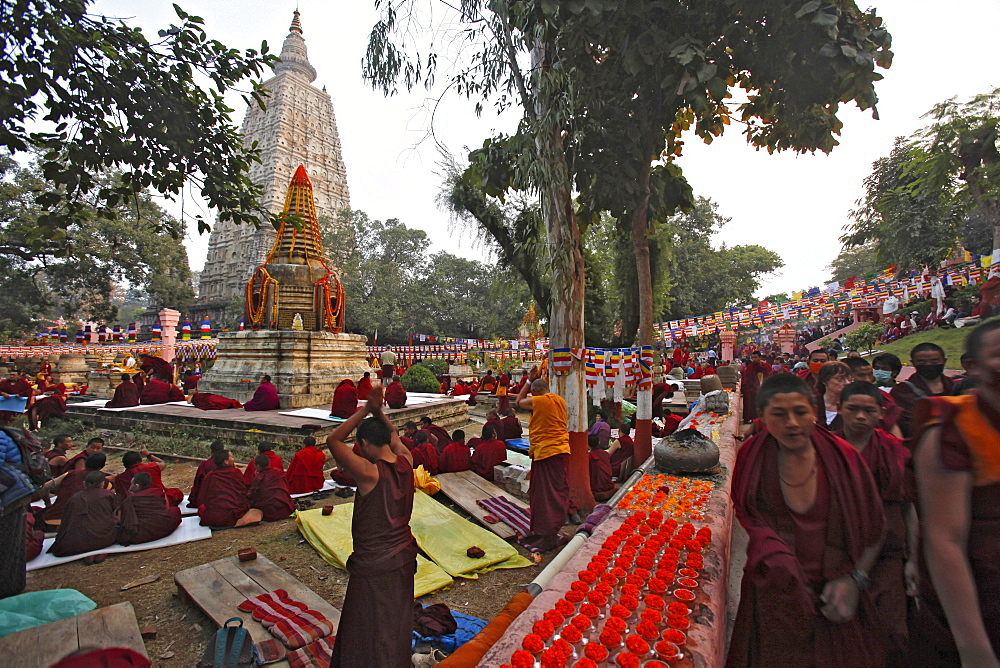 Buddhist monks prostrating at maha bodhi temple complex in bodhgaya. Prostration is a gesture used in buddhist practice to show reverence to the triple gem (comprising the buddha, his teachings, and the spiritual community) and other objects of veneration. Kalachakra initiation in bodhgaya, india