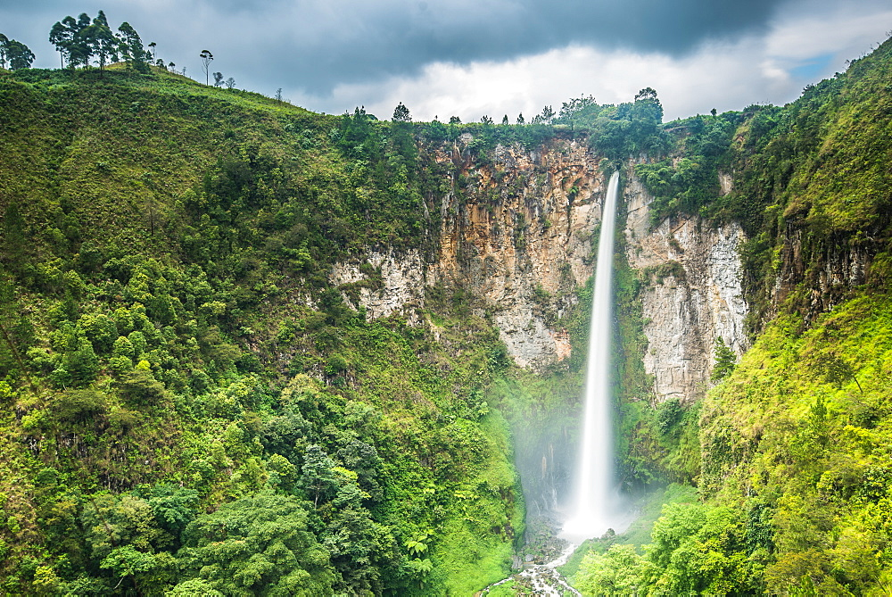 Piso Waterfall outside Berestagi, Sumatra, Indonesia, Southeast Asia, Asia - 1199-427
