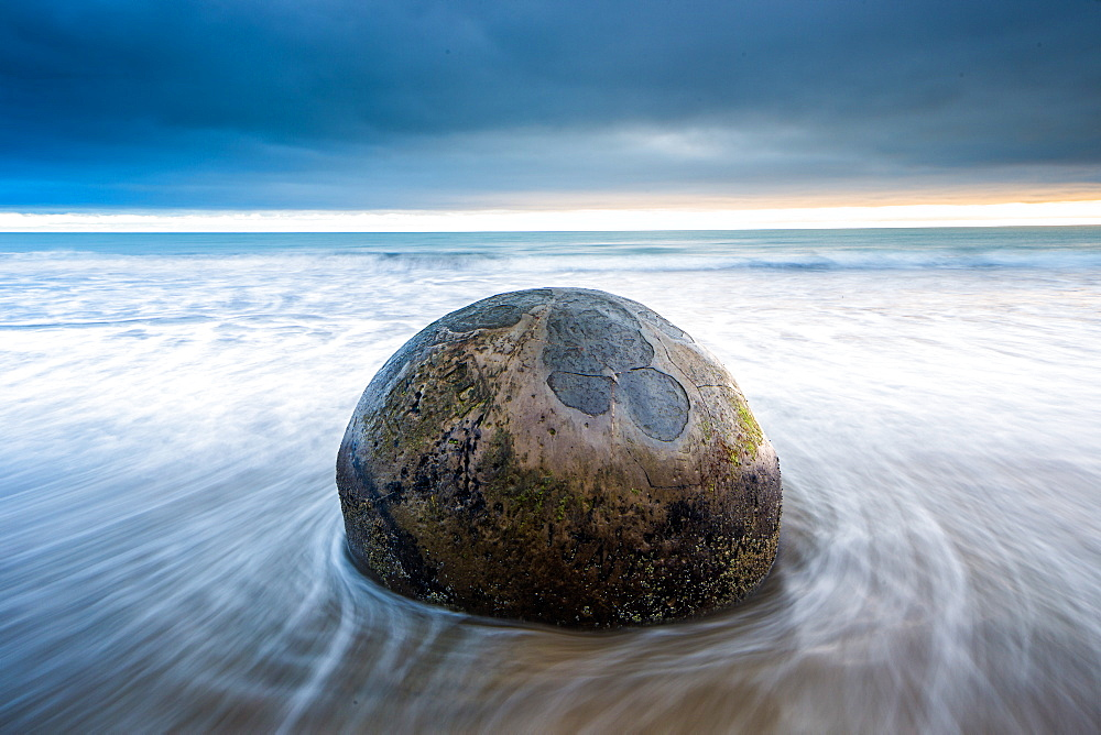 Moeraki Boulder, Koekohe Beach, Moeraki Penninsula, Otago, South Island, New Zealand, Pacific