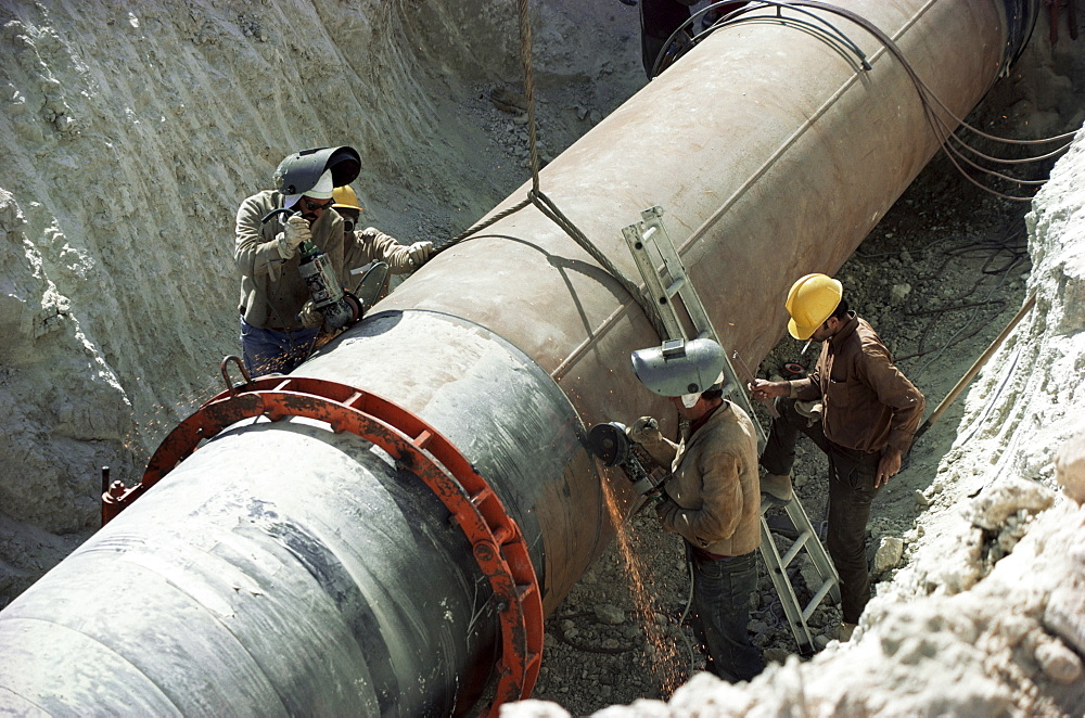 Laying gas pipes, Saudi Arabia, Middle East