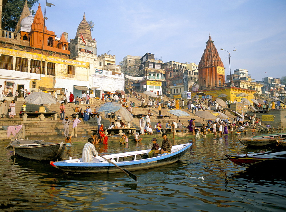 Hindu sacred river Ganges (Ganga) at Dasasvamedha Ghat, Varanasi (Benares), Uttar Pradesh state, India, Asia