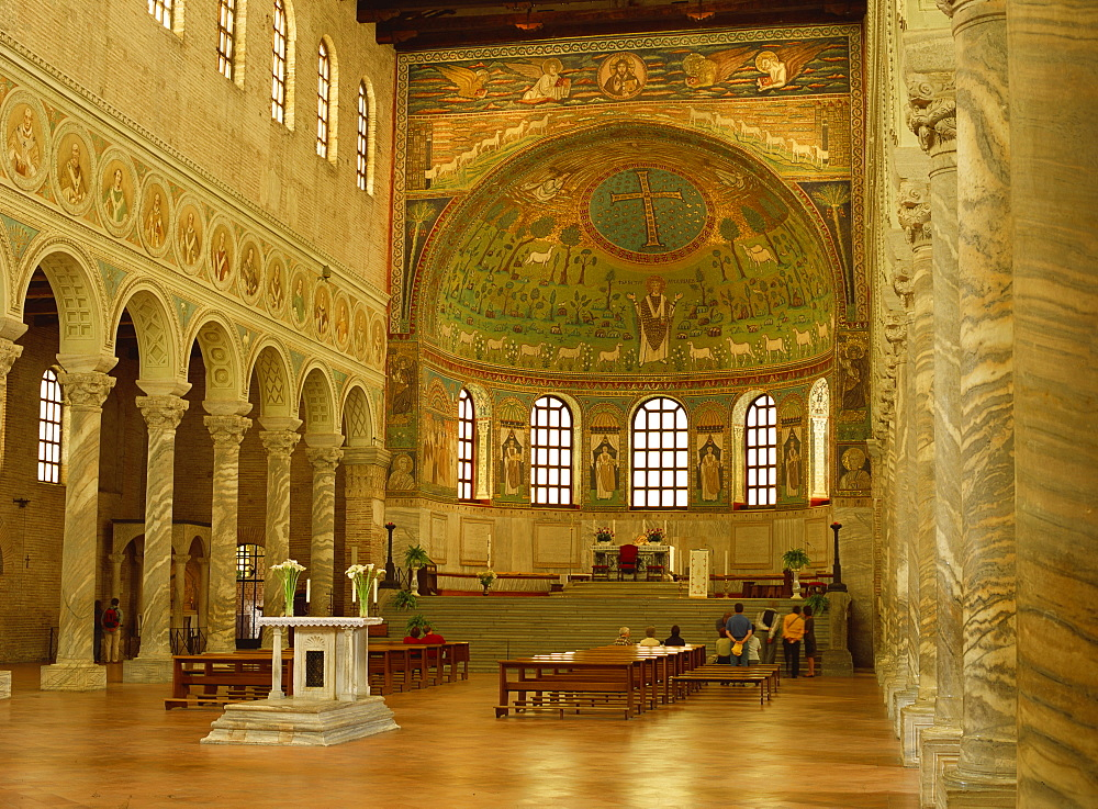 The apse of Sant'Apollinare in Classe, dating from the 6th century, with mosaics showing the transfiguration of Christ and Bishop Apollinare at prayer, near Ravenna, Emilia-Romagna, Italy, Europe - 120-4474