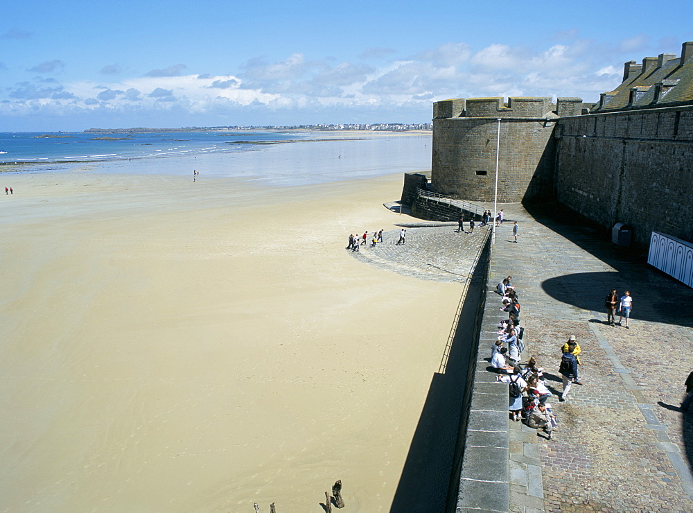 Ramparts of old town and beach to the northwest of St. Malo, Brittany, France, Europe - 120-4664