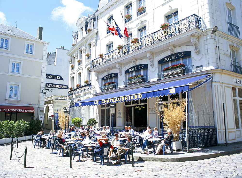 Hotel and cafe in Place Chateaubriand, old town of St. Malo, Brittany, France, Europe - 120-4665