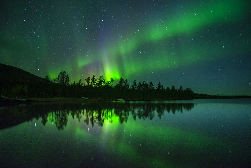 Aurora Borealis and stars over lake at night, Muonio, Lapland, Finland, Scandinavia, Europe - 1200-15