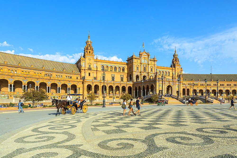 Horse-drawn carriage, Plaza de Espana, built for the Ibero-American Exposition of 1929, Seville, Andalucia, Spain, Europe - 1207-221