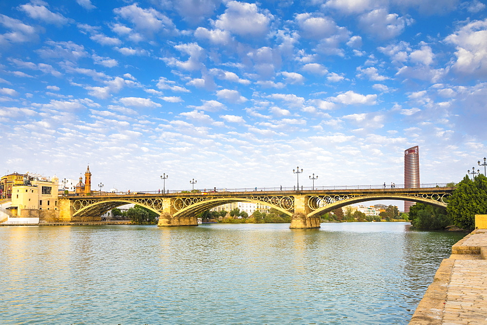 Puente de Isabel II, also known as Puente de Triana and the river Rio Guadalquivir, Seville, Andalusia, Spain, Europ