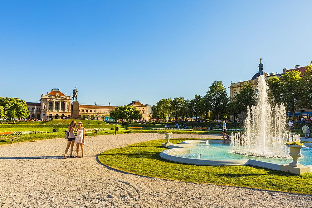 Fountain in King Tomislav Square, Zagreb, Croatia, Europe - 1207-267