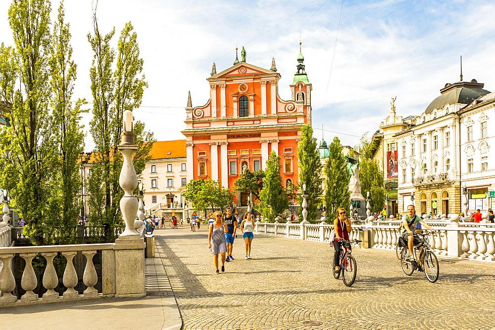 Franciscan Church of the Annunciation and Triple Bridge, Ljubljana, Slovenia, Europe - 1207-322