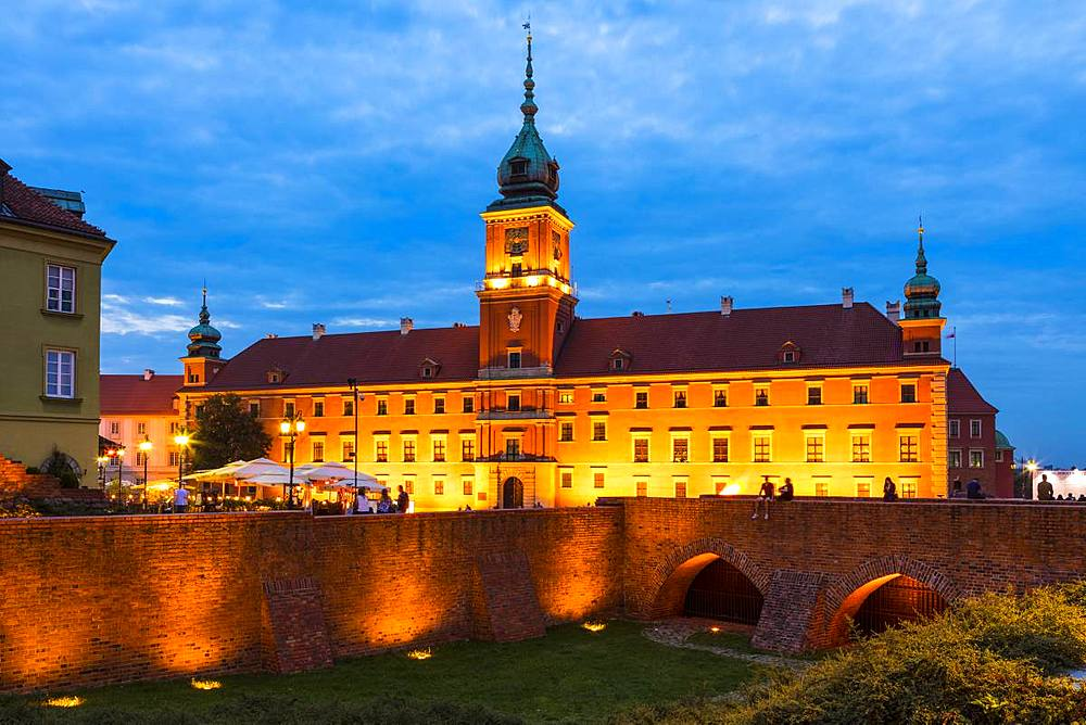 Royal Castle in Plac Zamkowy (Castle Square) at night, Old Town, UNESCO World Heritage Site, Warsaw, Poland, Europe - 1207-347
