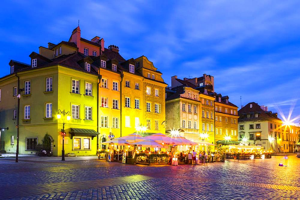 Buildings in Plac Zamkowy or Castle Square at night, Old Town, Warsaw, Poland, Europe