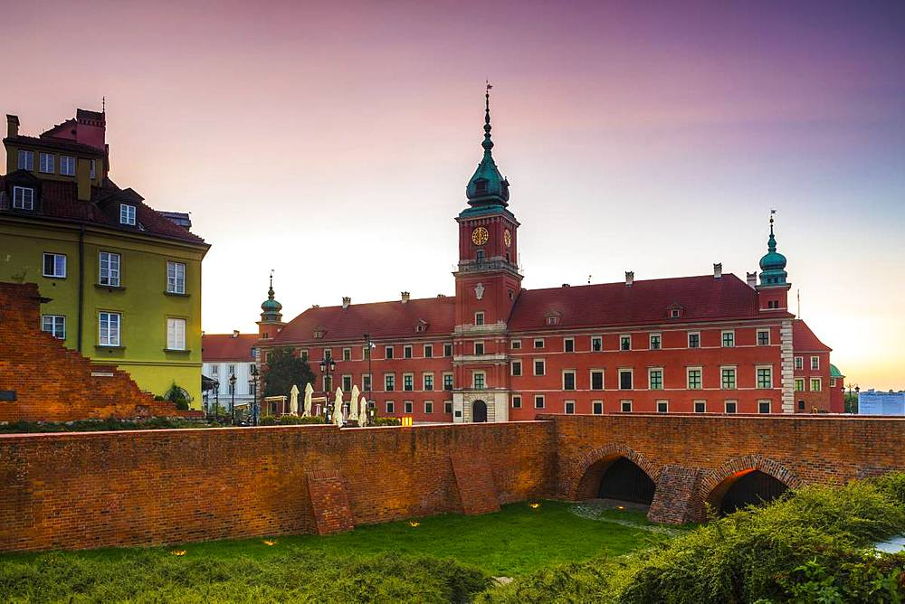 Royal Castle in Plac Zamkowy (Castle Square) at dawn, Old Town, Warsaw, Poland, Europe - 1207-372