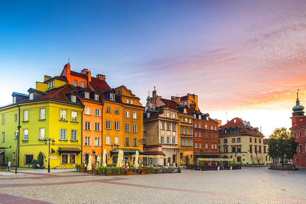 Buildings in Plac Zamkowy or Castle Square at dawn, Old Town, Warsaw, Poland, Europe