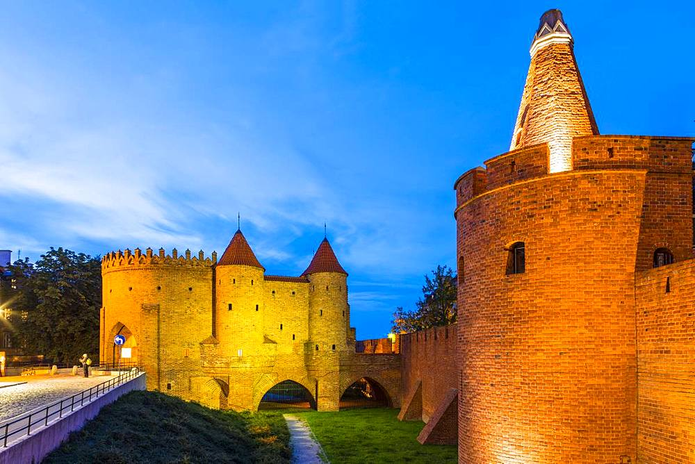 Warsaw Barbican at night, Old Town, UNESCO World Heritage Site, Warsaw, Poland, Europe