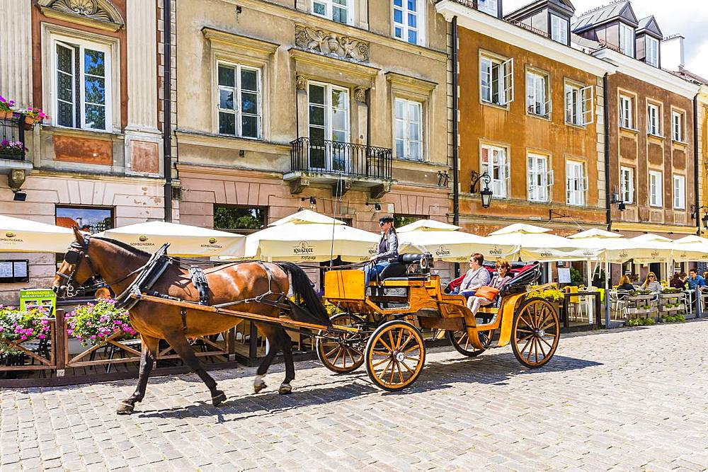 Horse and carriage, Old Town, Warsaw, Poland, Europe