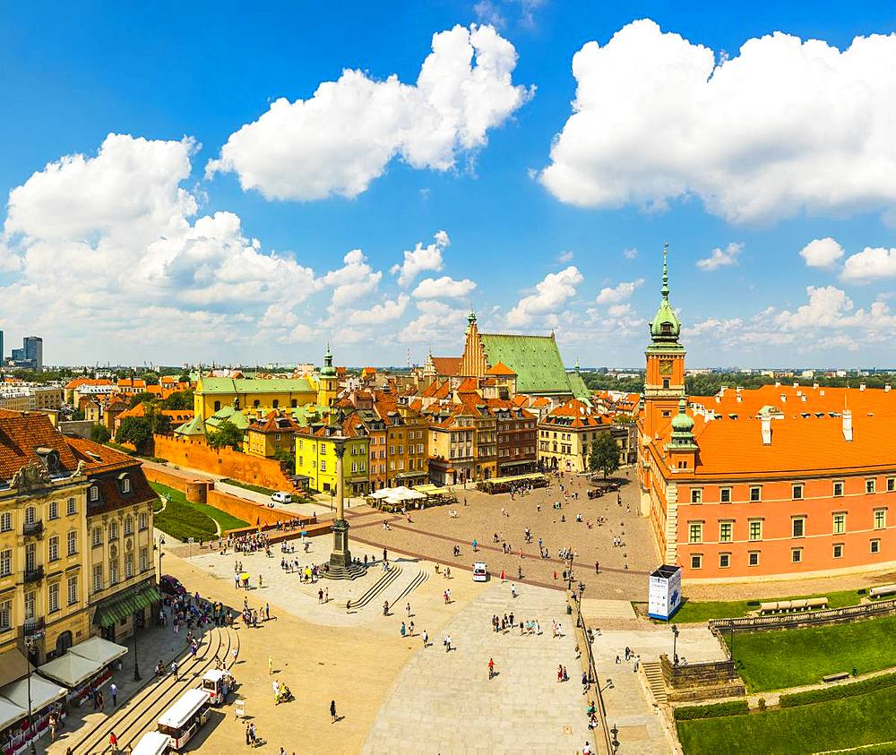 Elevated view of Sigismund's Column and Royal Castle in Plac Zamkowy (Castle Square), Old Town, UNESCO World Heritage Site, Warsaw, Poland, Europe - 1207-402