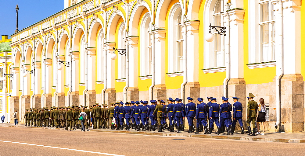 Soldiers marching in the Kremlin in front of Grand Kremlin Palace, UNESCO World Heritage Site, Moscow, Russia, Europe