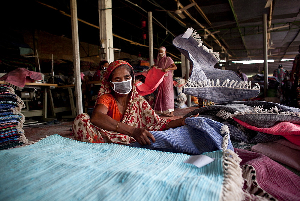 Innovative rug factories have brought small-scale factories to rural Bangladesh, Asia - 1211-79