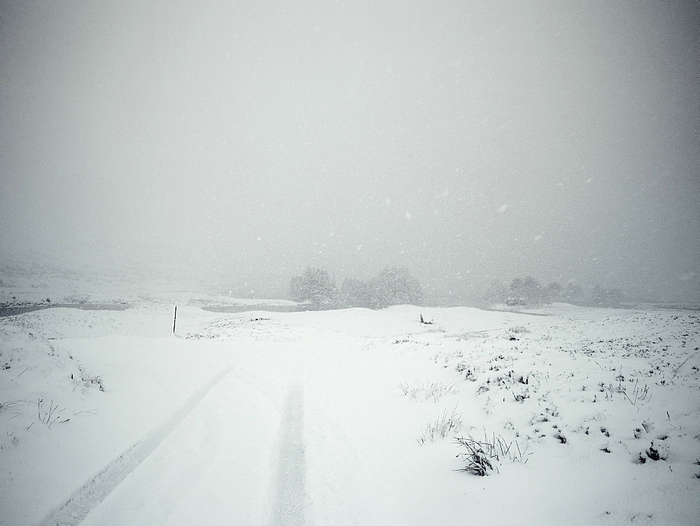 Dangerous driving conditions in the snow, United Kingdom, Europe