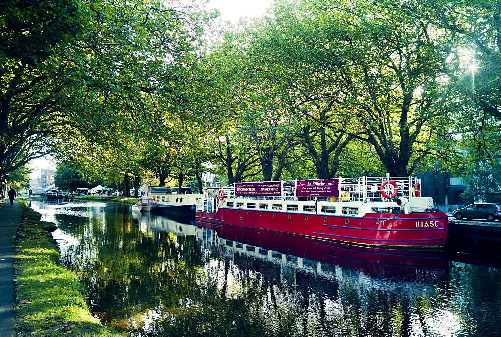 Large traditional barge converted to a bar/restaurant on the Grand Canal, Dublin, Republic of Ireland, Europe