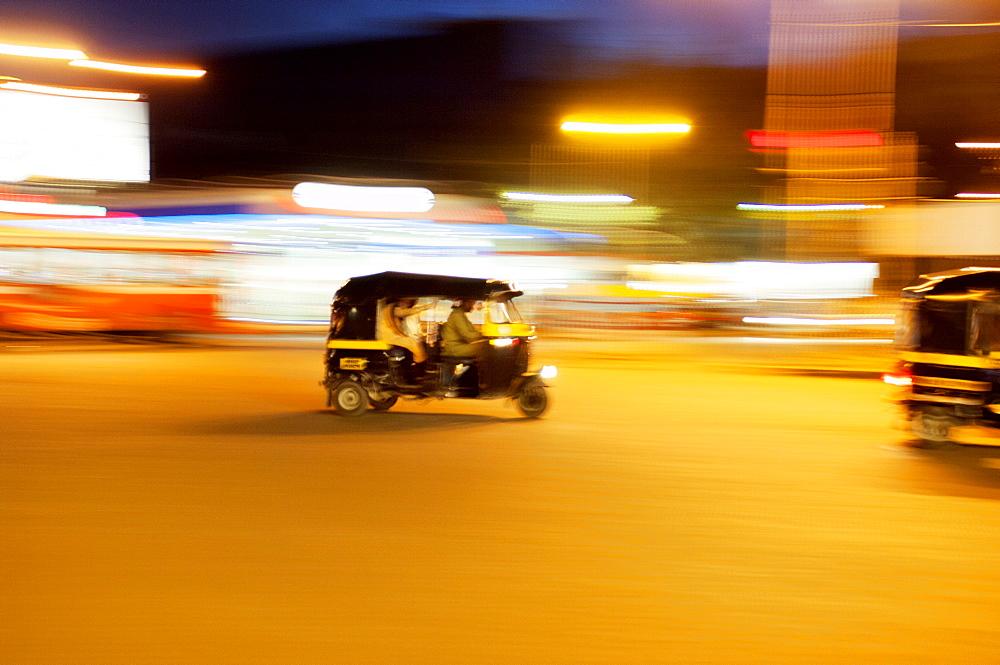 Speeding tuck-tuk at night, Mumbai (Bombay), India, South Asia