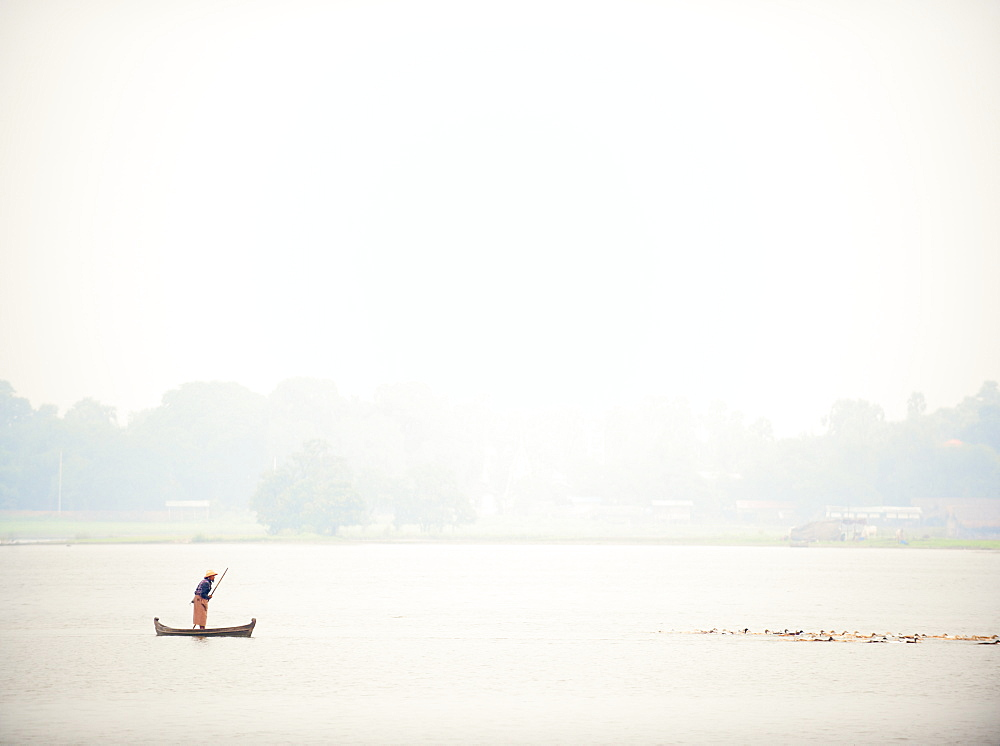 Fisherman at the U Bein Bridge, Taungthaman Lake, Amarapura near Mandalay, Myanmar (Burma), Asia - 1212-450