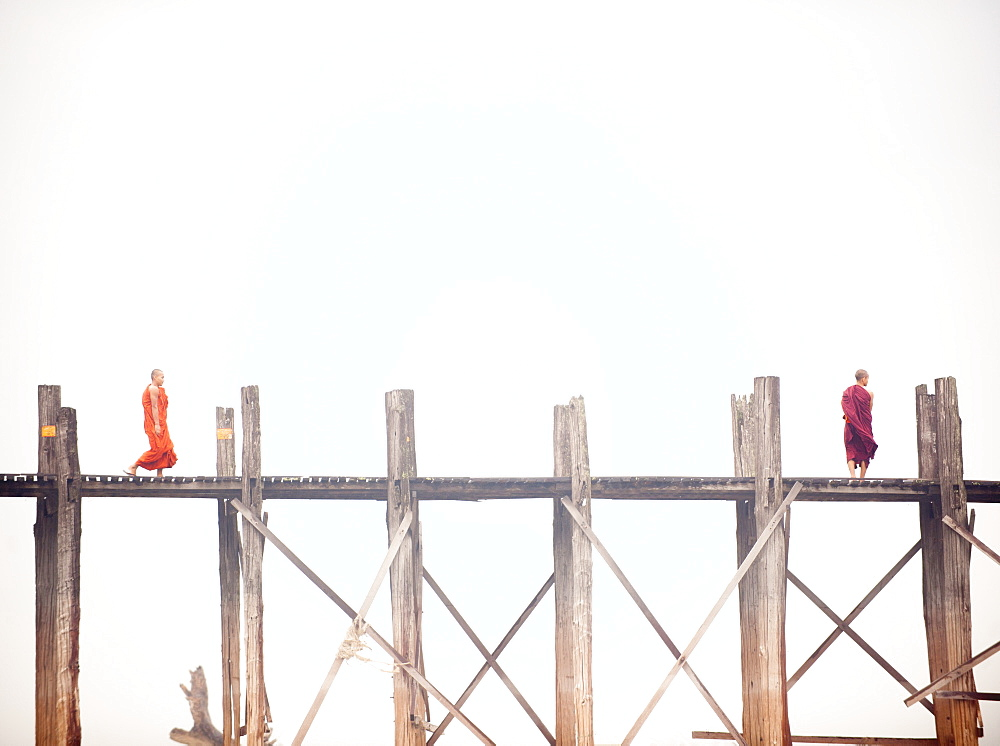 Monk crossing the U Bein Bridge, Taungthaman Lake, Amarapura near Mandalay, Myanmar (Burma), Asia