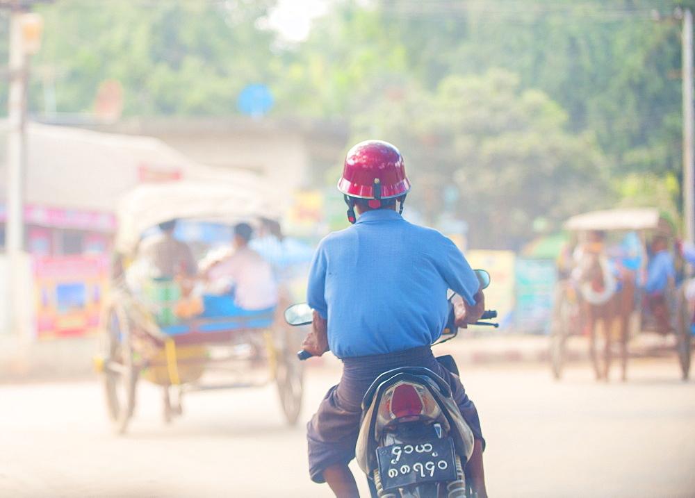 Street scene, Yangon (Rangoon), Myanmar (Burma), Asia