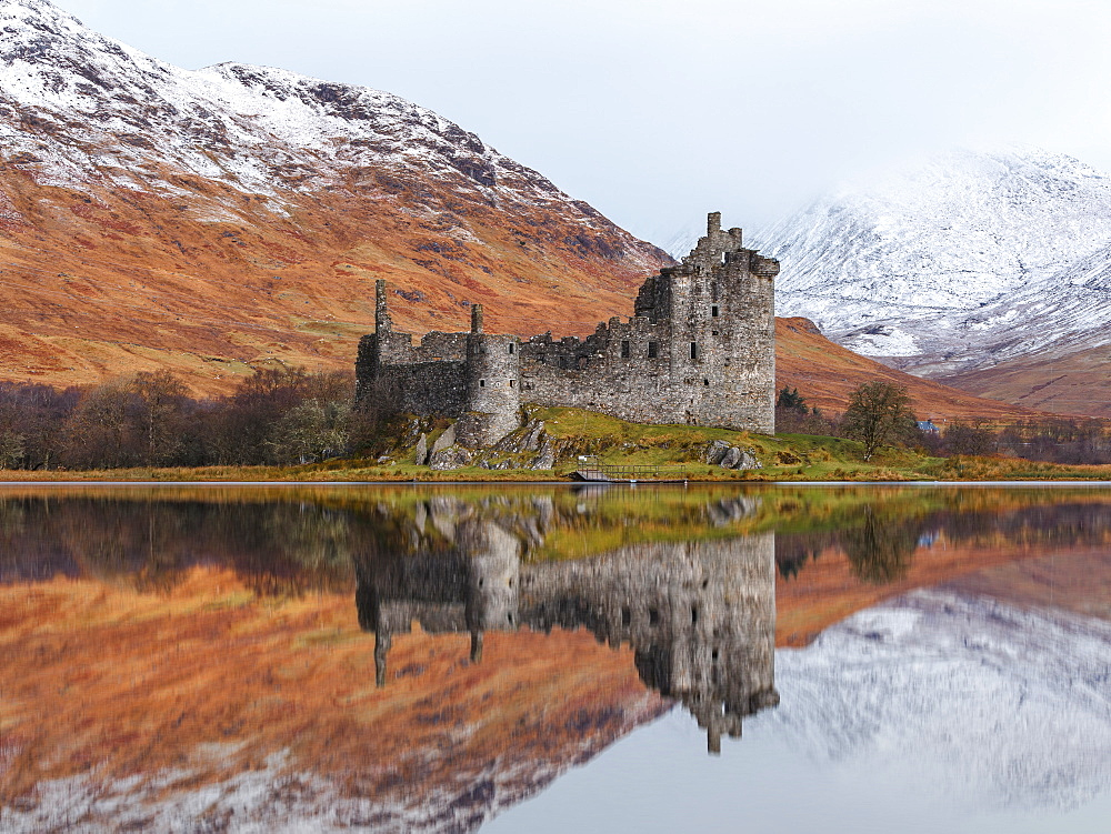 First light over the ruins of Kilchurn Castle on Loch Awe, Argyll and Bute, Highlands, Scotland, United Kingdom, Europe