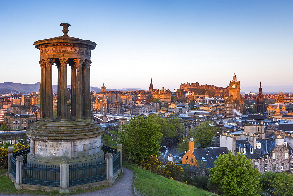 Dawn breaks over the Dugald Stewart Monument overlooking the city of Edinburgh, Lothian, Scotland, United Kingdom, Europe - 1213-48