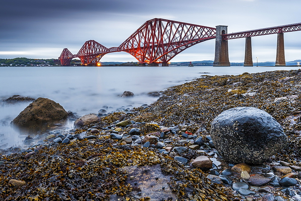 First light over the Forth Rail Bridge, UNESCO World Heritage Site, and the Firth of Forth, South Queensferry, Edinburgh, Lothian, Scotland, United Kingdom, Europe - 1213-55