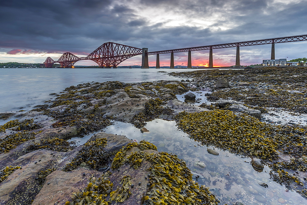 Dawn breaks over the Forth Rail Bridge, UNESCO World Heritage Site, and the Firth of Forth, South Queensferry, Edinburgh, Lothian, Scotland, United Kingdom, Europe - 1213-56