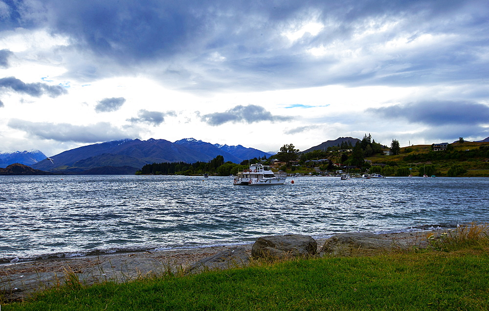 Lake Wanaka, South Island, New Zealand.
