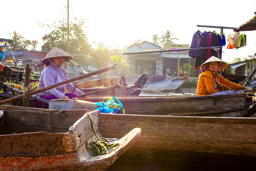 Vietnamese women in boats at Phong Dien floating market, Phong Dien District, Can Tho, Mekong Delta, Vietnam, Indochina, Southeast Asia, Asia