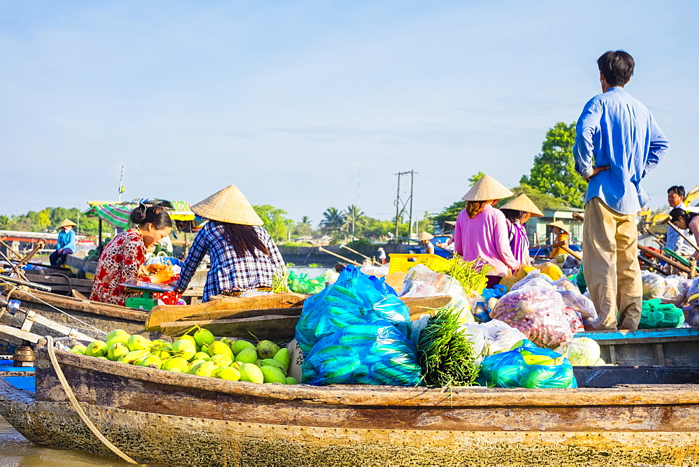 Boats filled with fruits and vegetables for sale at Phong Dien floating market, Phong Dien District, Can Tho, Mekong Delta, Vietnam, Indochina, Southeast Asia, Asia