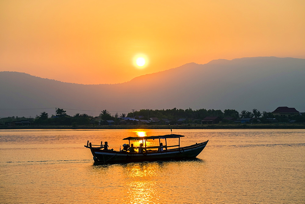 Boat on the Kampot River at sunset, Kampot, Kampot Province, Cambodia, Indochina, Southeast Asia, Asia