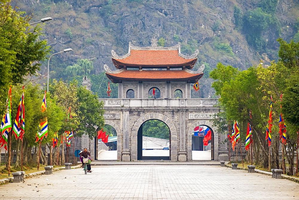 Gateway at Hoa Lu, ancient capital of Vietnam, Ninh Binh Province, Vietnam, Indochina, Southeast Asia, Asia